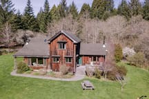 Large custom family farmhouse-sleeps 2 families!