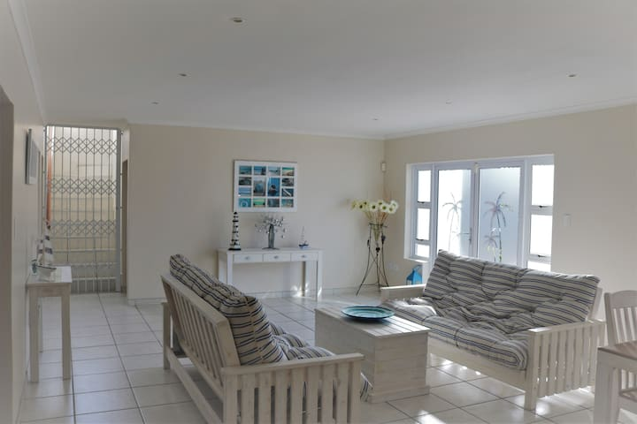 Langebaan holiday house (ground floor)