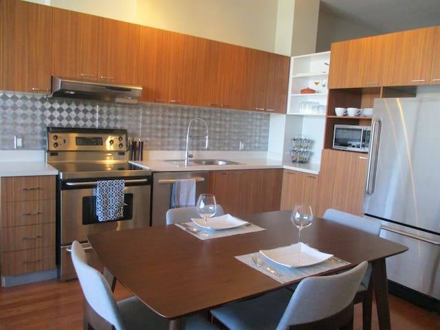 Clean and Comfortable Dorval Condo - Dorval - Huoneisto