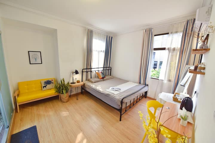 开元寺边上,自由摄影师的家,充满阳光的大床房