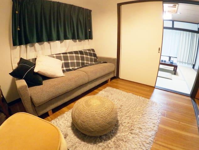二階の洋室です、192*90のソファベッドになります