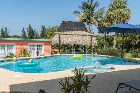 Suite at Oasis on the Hill - Pool with TIKI Hut