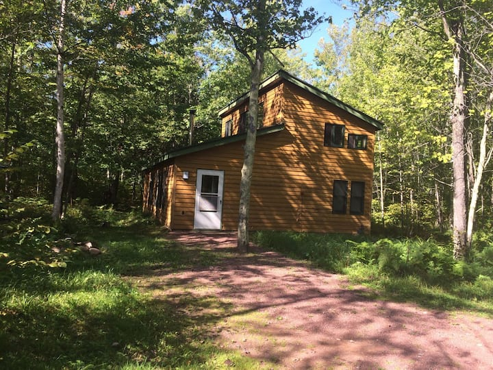 Cottage Nestled in the Woods near Big Bay Town Park