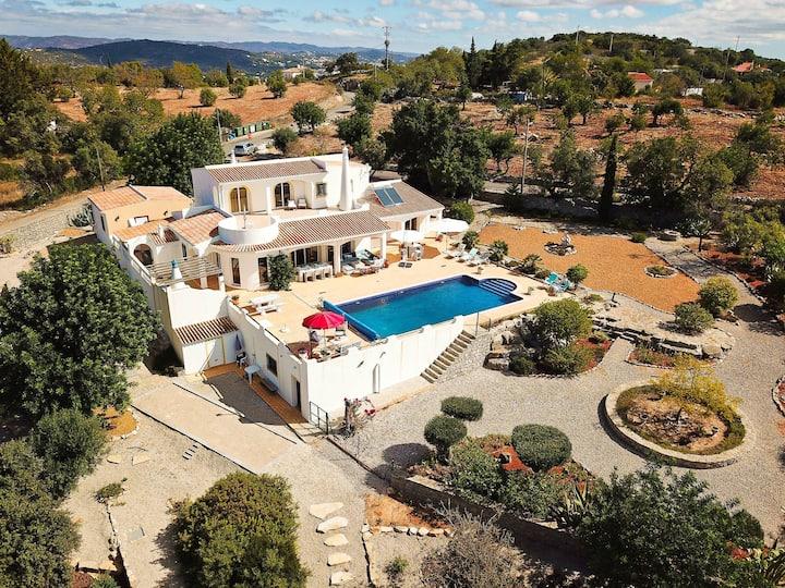 Amazing & safe villa in the region of Faro!