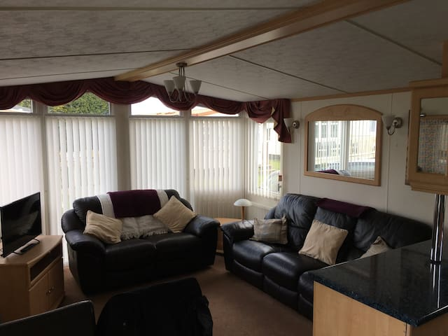 Spacious caravan in 5 star resort - Patrington - Outro