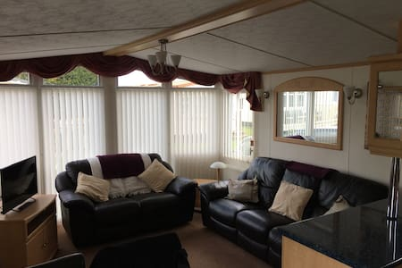 Spacious caravan in 5 star resort - Patrington
