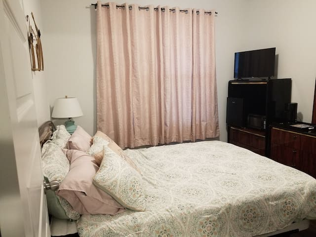 Comfortable, Private Bedroom/Bath, great amenities