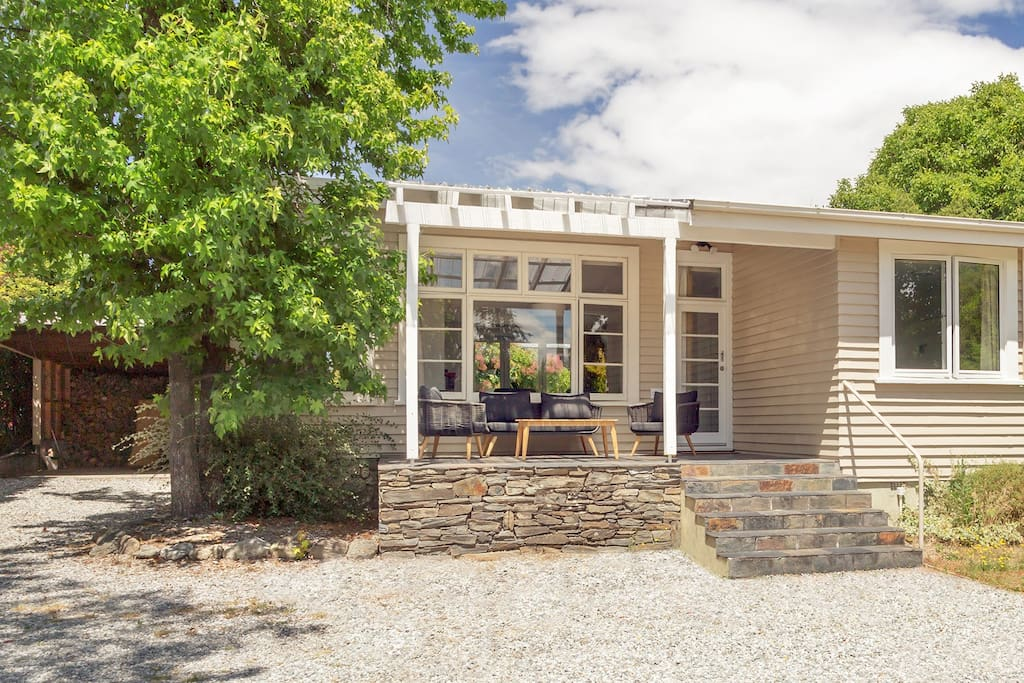The Willows, a fully renovated bach with classic charm