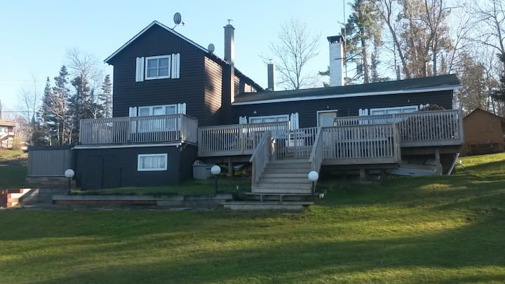 4 Bedroom Lodge - waterfront