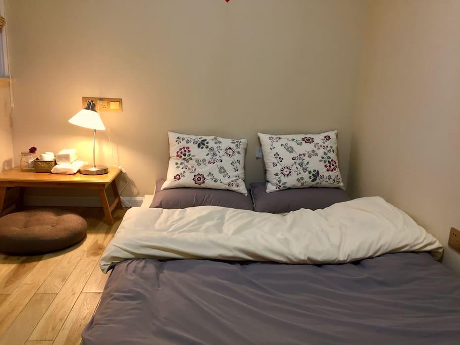 榻榻米床,舒适柔软。是家的温暖感。