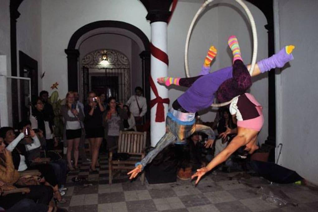 En ocasiones tenemos eventos artísticos abiertos al público, en Casa Liberi