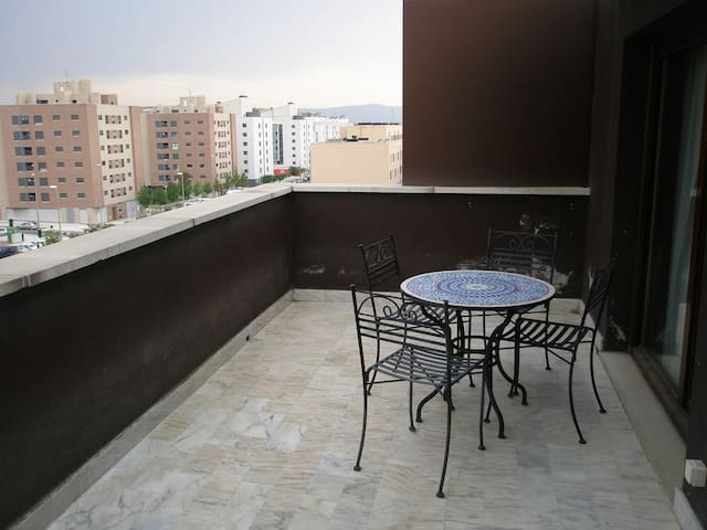 Ático con terraza/Penthouse San Fermín - Sarriguren - Huoneisto