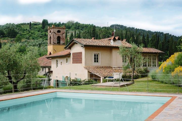 Villa privata a Camaiore con piscina, wi-fi  e A/C