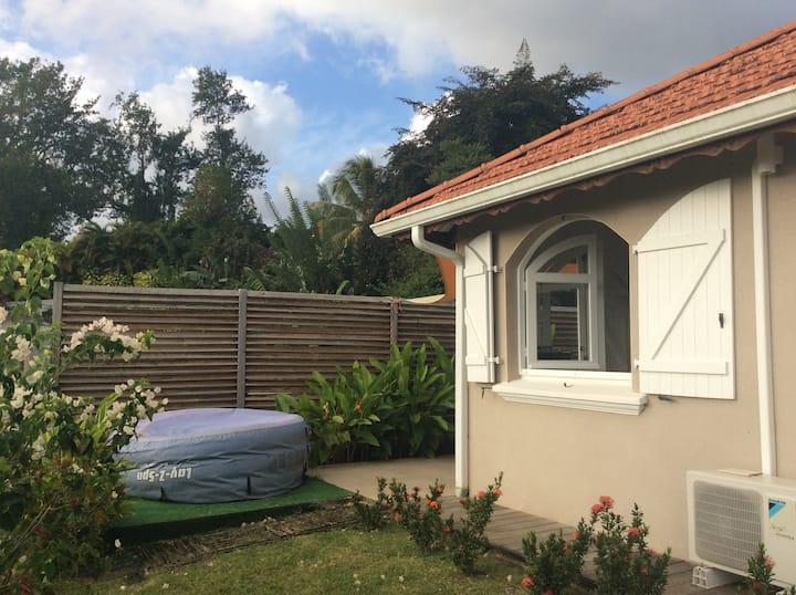 Chaleureux studio avec terrasse