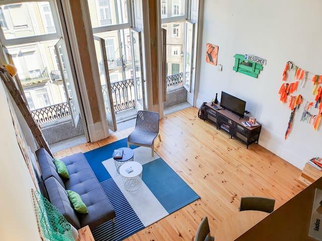 living room with two huge windows and a small balcony facing Mouzinho da Silveira street