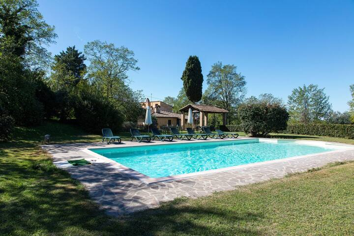 Spacious Farmhouse in Ghizzano Italy with Pool