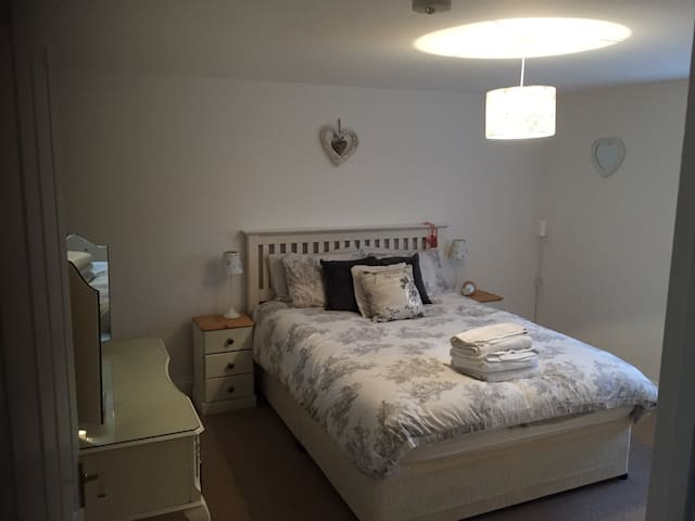 Spacious double on country estate - Stamford - Bed & Breakfast