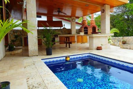 Spacious Villa, swimming pool, Big 4x4 Car, Wi-Fi - Contadora - Villa