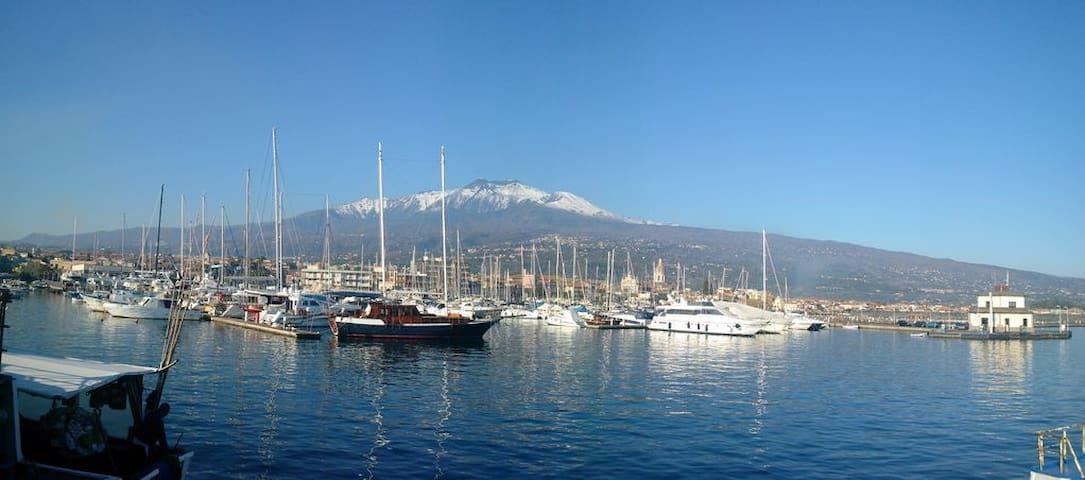 Taormina,l'Etna, Catania ed il Porto di Riposto