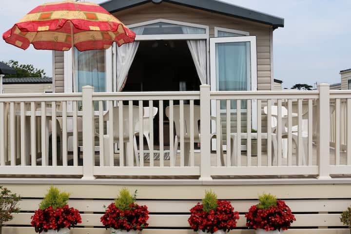 Caravan Pat, 2 bed, sleeps 4/6, beach location