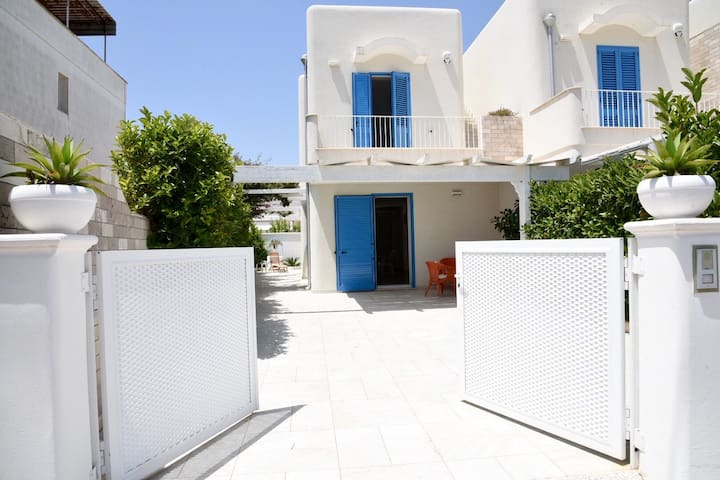 Apartment Close to the Beach with Air Conditioning & Terrace; Garage Available, Pets Allowed