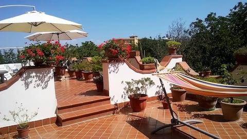 La casa della terrazza in fiore ai Camaldoli