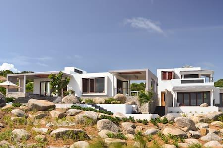 Modern Beachfront Villa, Pool, 180º Views, 3BR/3.5