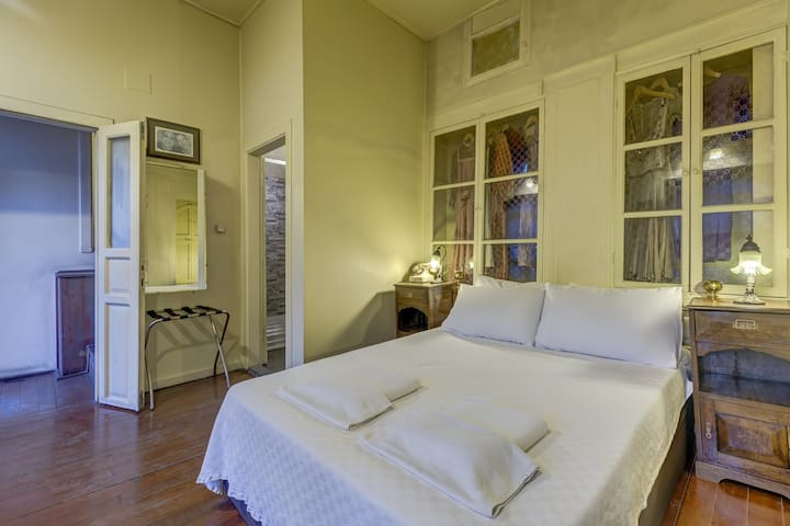 HISTORICAL STONE HOUSES  -  ROOM H3