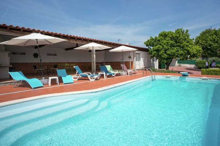 Holiday villa in Ponte de Lima with swimming pool - Santa Comba - House