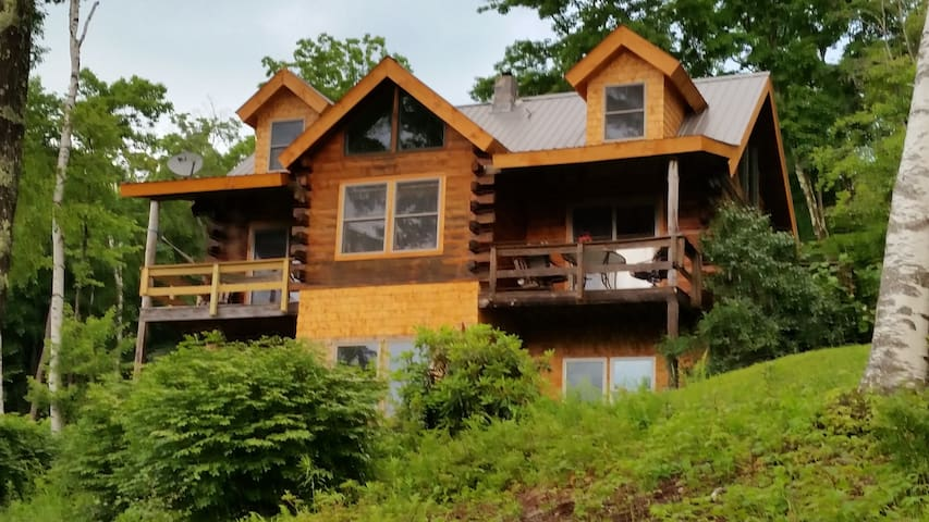 Custom log home at the end of the road. - Галифакс - Дом