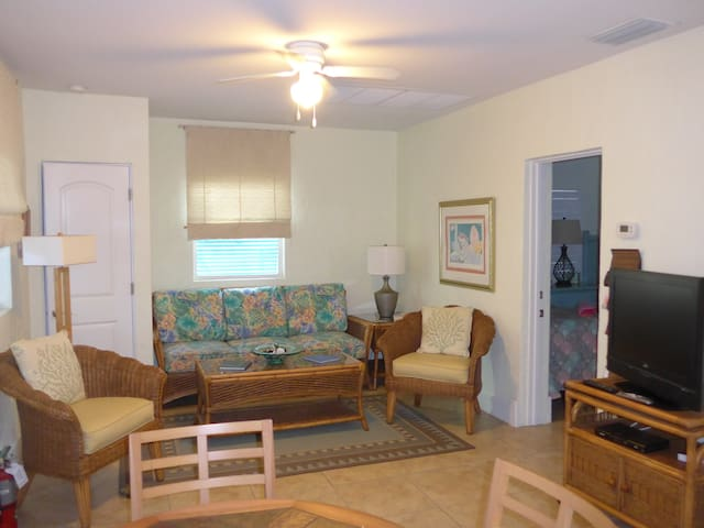 Historic Downtown Boca Grand 2 Bedroom Flat #A - Boca Grande - Apartment