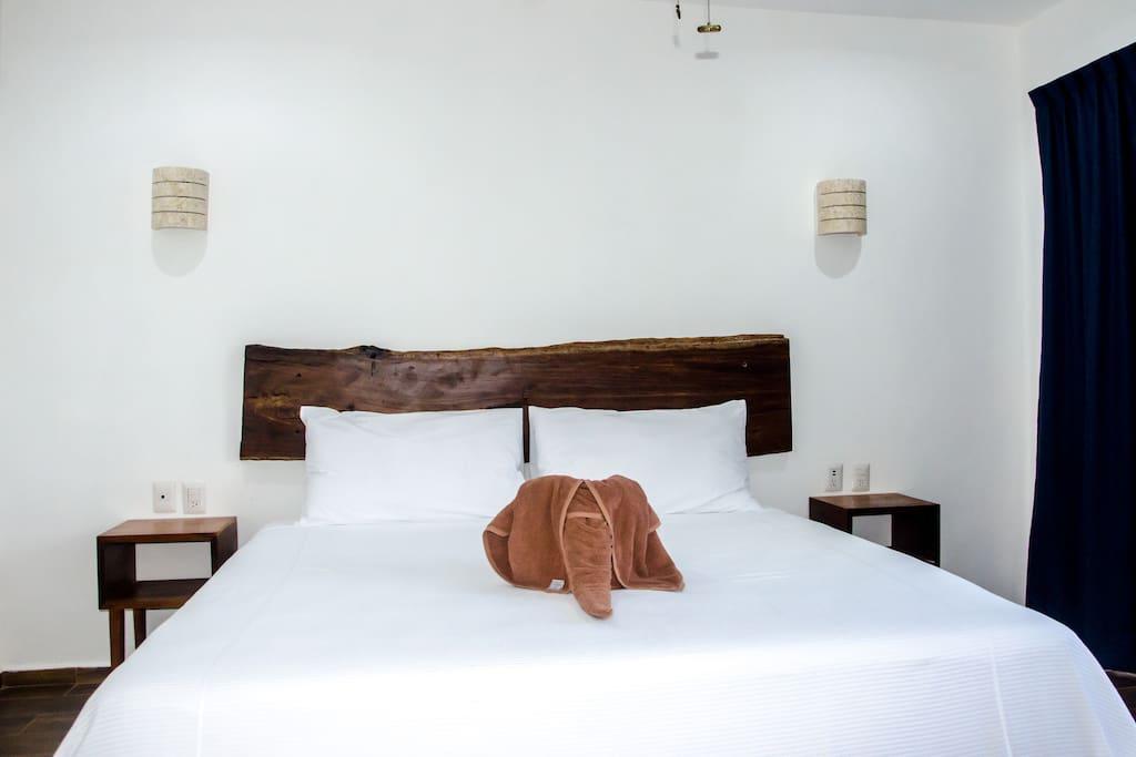 Habitación cómoda de cama ks modernas y nuevas!! Estamos en zona centro