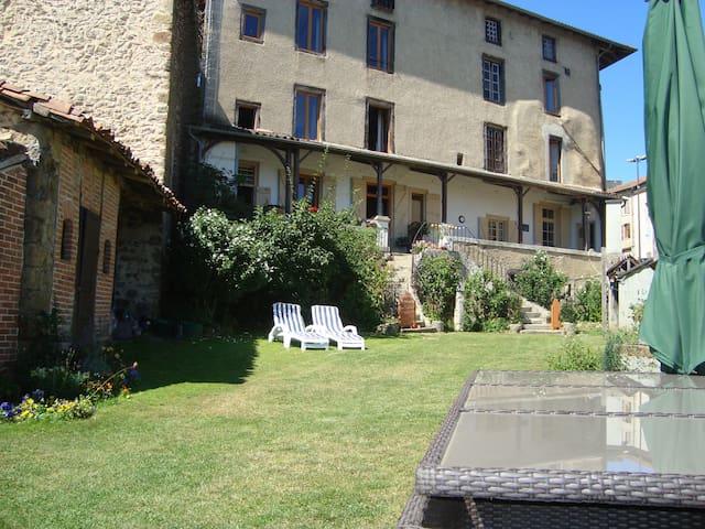 The Old Coaching inn - Rochechouart - Haus