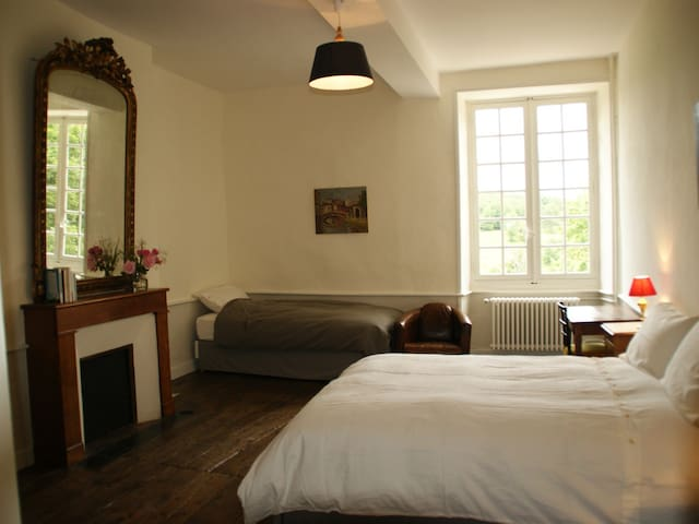 Château de La Combe - Chesterton - Puyrenier - 家庭式旅館