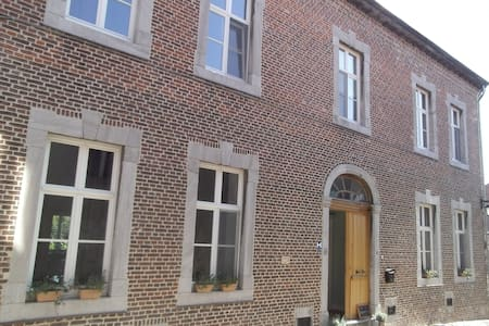 Cosy room in beautiful historic house - Borgloon - Dom
