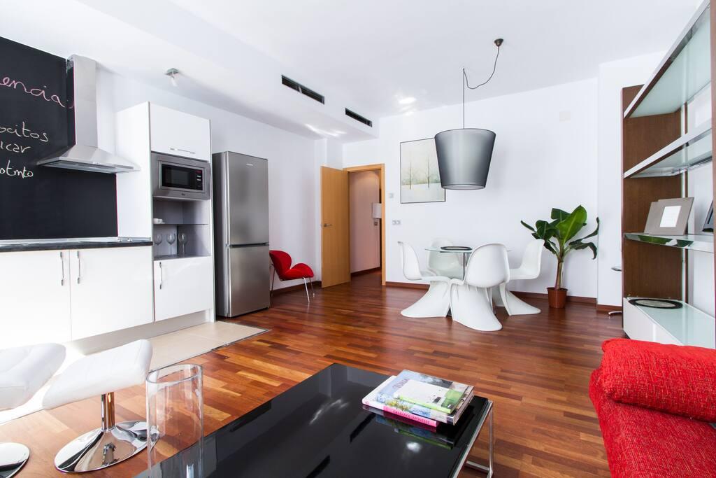 Salón comedor con sofá cama doble // Livingroom with double sofa bed