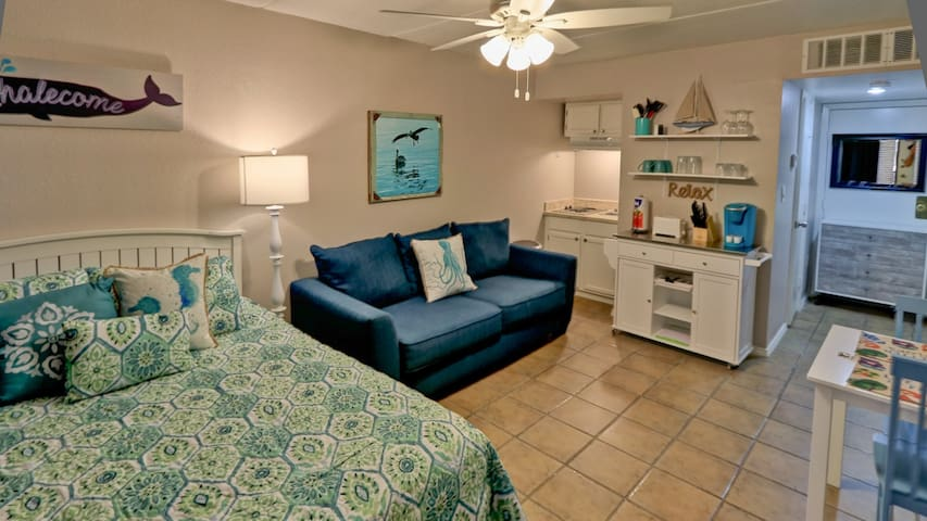 Studio 410 Perfect Beach Getaway for 2! Pets OK