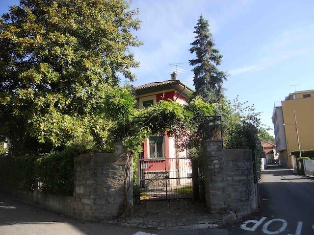 Il tuo monolocale in villa sul lago Maggiore. - Lesa