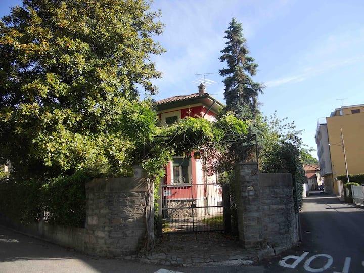 Il tuo monolocale in villa sul lago Maggiore.