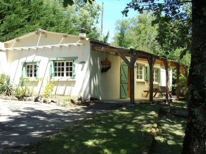 Charming cottage with pool in  the Dordogne Valley