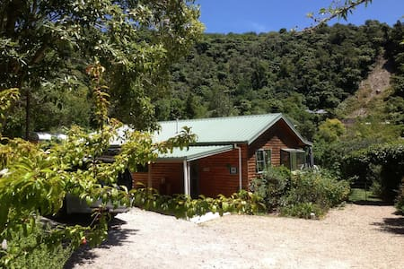 The Fidgety Fantail Holiday Cabin - Lake Tarawera