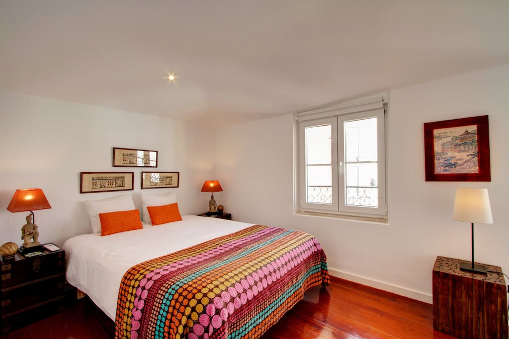 Nice double bedroom with 160x200 bed with 2 windows facing the beautiful Sao Miguel Church