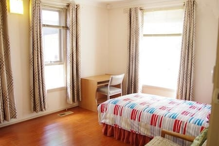 Affordable and Comfy Room Available - Altona Meadows - 独立屋