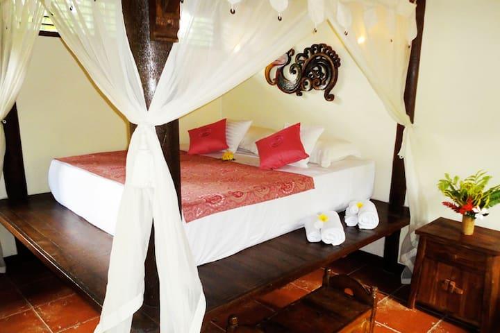 Dahlia Bungalow - double bed