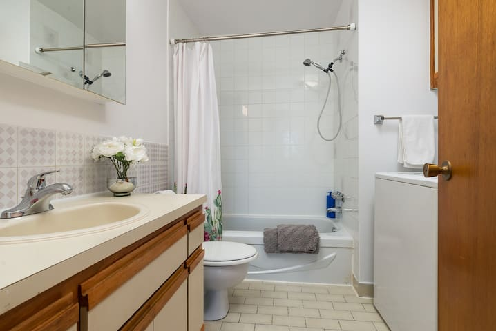 1 - LOVELY FURNISHED SUNNY &COZY 2 BR!FREE PARKING