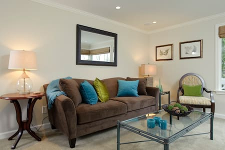 Lovely Yarrow Point Carriage House - Bellevue - Apartament