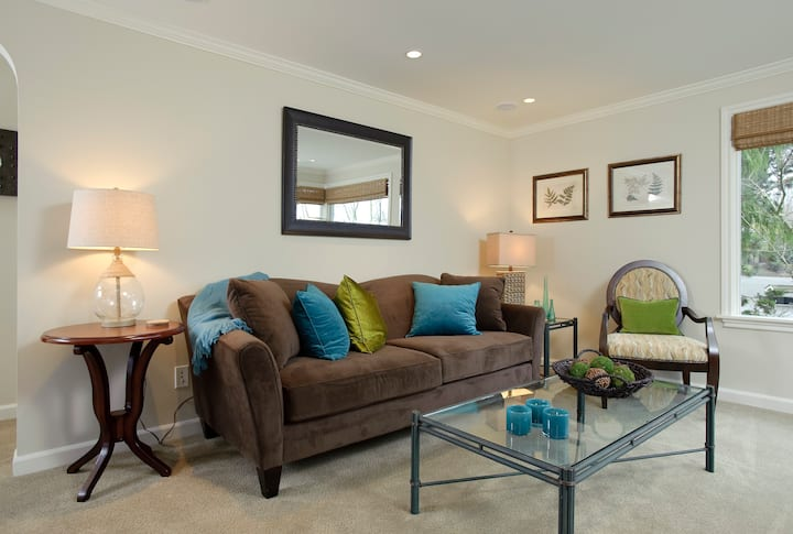 Lovely Yarrow Point Carriage House