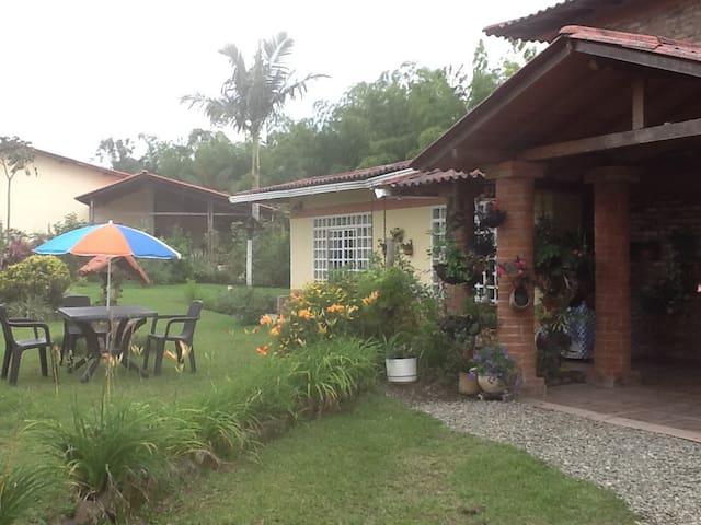 Alojamiento en casa campestre - Salento