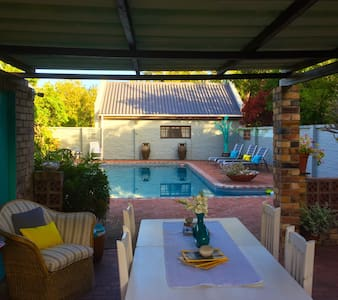 Central, with Pool and Great Breakfast. - Hermanus - Bed & Breakfast
