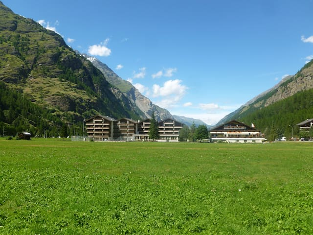 top 20 des locations de vacances tsch locations saisonnires et location dappartements airbnb tsch valais suisse - Dekoration Tren